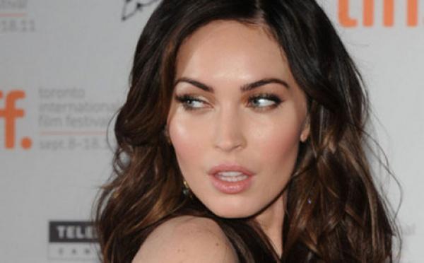 Megan Fox : un protège-dents pour supporter la douleur Le laser, ça fait mal