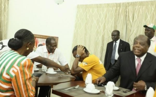 Photo: Drogba pleure comme un enfant devant Ado