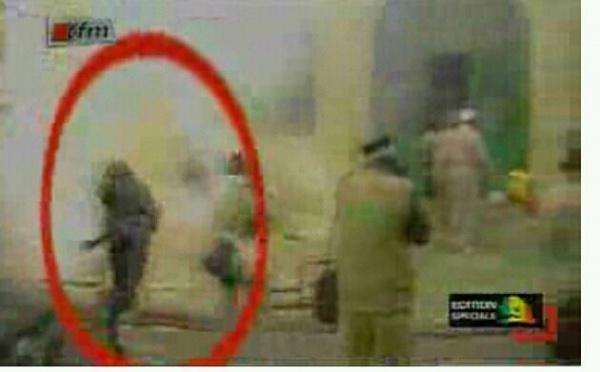 [Vidéo] Voici le policier qui a osé délibérément lancé des grenades dans la Zawiya