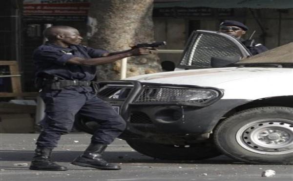 Qui disait que la police n'utilisait que des grenades lacrymogènes?