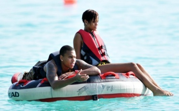 Rihanna et Chris Brown : Leurs proches font tout pour les séparer