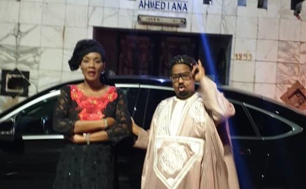 PHOTOS - Oumou Kalsoum SY et sa nouvelle voiture devant le palais  son mari Ahmed Khalifa NIASS