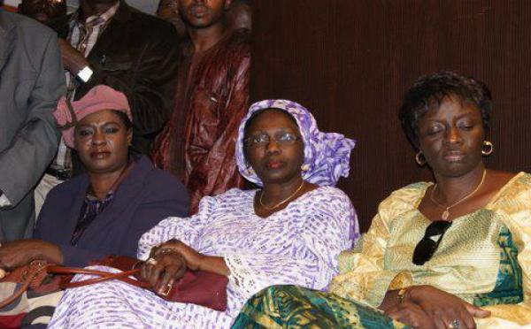 Les dames de Macky à la conférence de presse de leur leader
