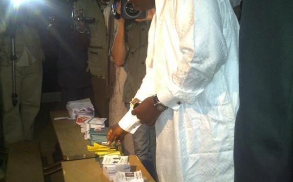 Macky Sall accomplissant son devoir civique