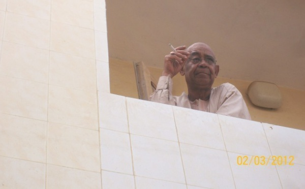 Saleh grille sa cigarette en attendant le Jour-J