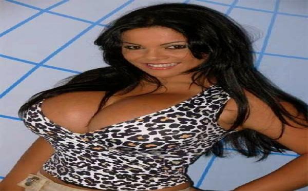 Les soucis de la femme aux plus gros seins du monde