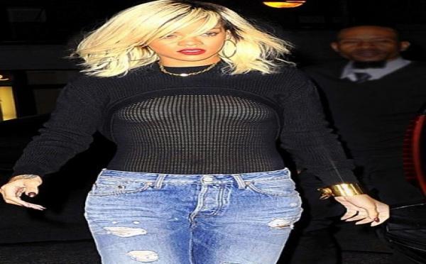 Photo : Rihanna et son nouveau top transparent