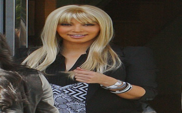 Photo : Kim Kardashian est devenue blonde !