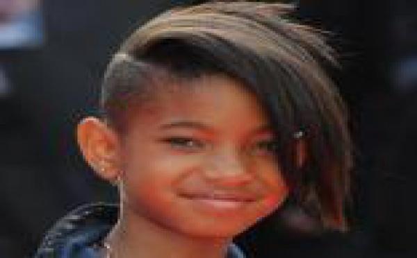 Willow Smith, le crâne rasé, affiche déjà à 11 ans un comportement de star