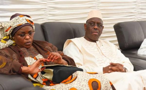 ¨PHOTOS  - Macky Sall, en compagnie de Marième Faye présente ses condoléances à la famille de Khalil, un ami d'Amadou Sall