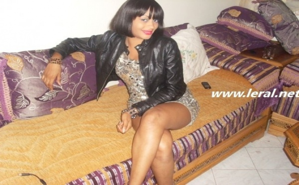 La belle Adja Ndoye Ndoye bien investie dans un salon romantique