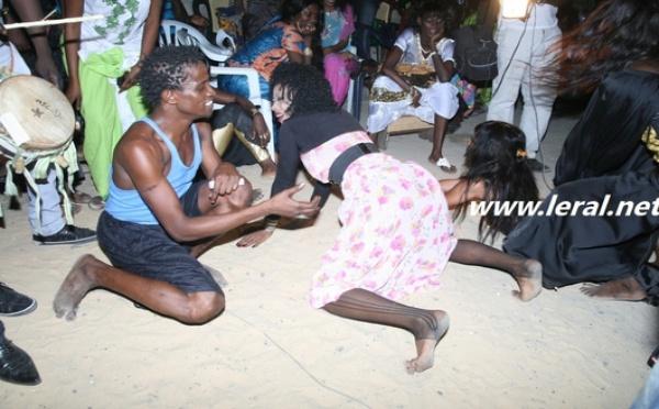 """La danse  """"coucher"""" très expertisée par les Sénégalaises"""