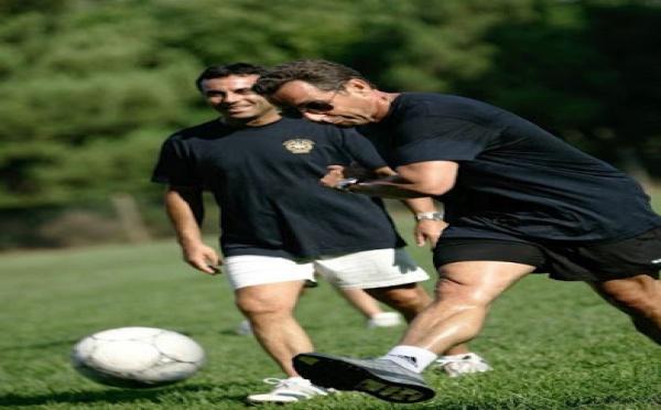 Quand Sarkozy joue au football !