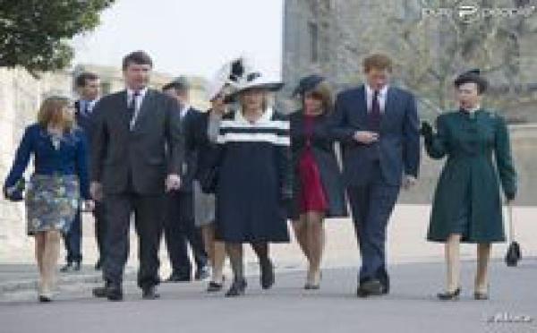 Les princesses Eugenie et Beatrice resplendissent à Windsor, cousin Harry amuse