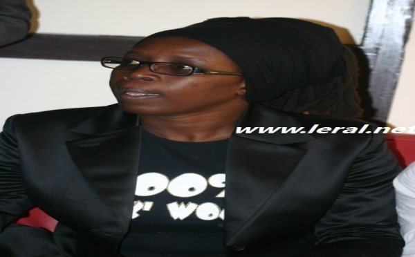 La styliste et costumière Mame Faguèye Ba dans sa veste très class