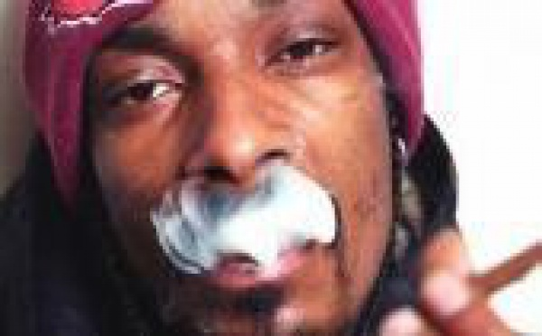 Snoop Dogg : Rolling Words, son livre à fumer