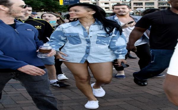 Rihanna en tenue de ville : décontractée et dénudée !