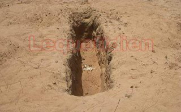Le trou où les corps de Bara Sow et de Abdoulaye Diagne ont été déterrés