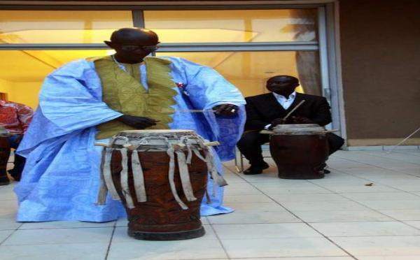 Doudou Ndiaye Rose décoré à l'ambassade du Japon
