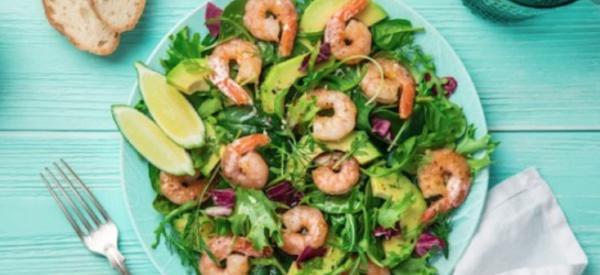 Faites-vous du bien avec cette salade détox aux crevettes