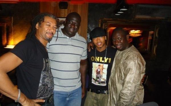 Yékini à la villa cristal pour un dîner des stars avec ses potes El hadj Diouf, Salam Diallo et Cyril Bathily du nirvana !!!