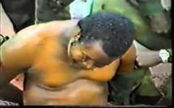 Le président Samuel Doe torturé et exécuté devant les caméras