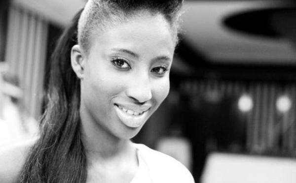 Kyshia Mbengue en mode noir et blanc