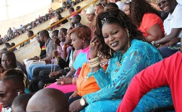 Ngoné Ndiaye Guéweul dans les tribunes du stade Demba Diop !