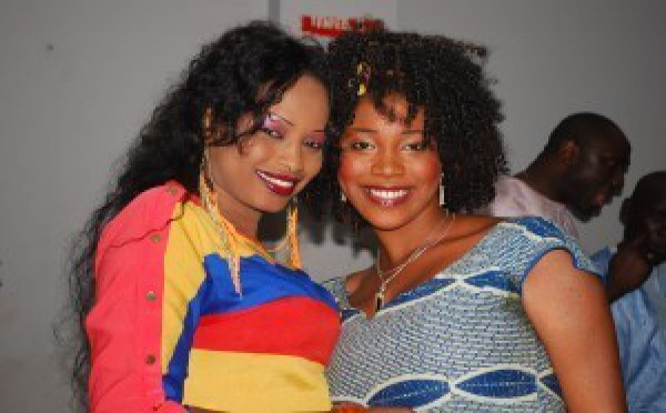 La danseuse Mbathio Ndiaye avec une admiratrice!