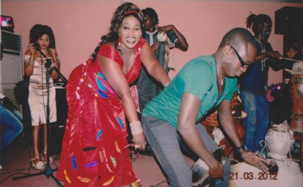 "Ngoné Ndiaye Guewel provoque le percussionniste Mbaye ""Bol"""