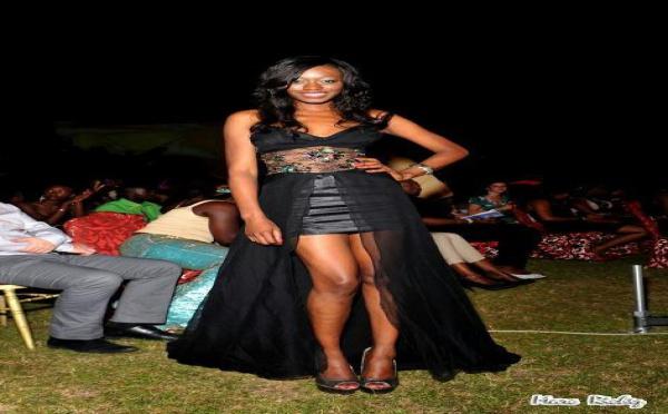 Khady Ndiaye Bijou enfile une robe qui dévoile ses belles jambes