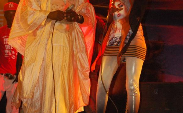 El Hadj Malick Gakou et Queen Biz sur scène!