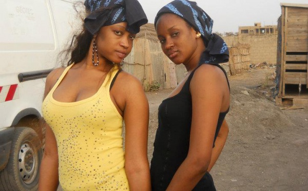 "Les mannequins Khadija et Dalanda Diallo en mode ""villageoise""!"