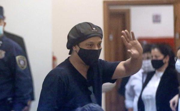 Paraguay : Ronaldinho libéré après plus de cinq mois de détention pour faux passeport