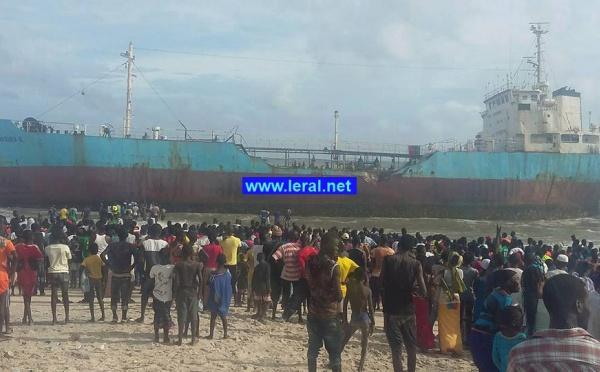 Deux bateaux échouent sur la plage de Yarakh