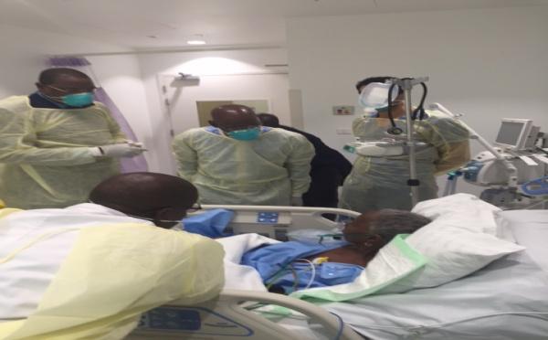 Le ministre Mankeur au chevet d'une pèlerine sénégalaise internée dans un hôpital de Djeddah