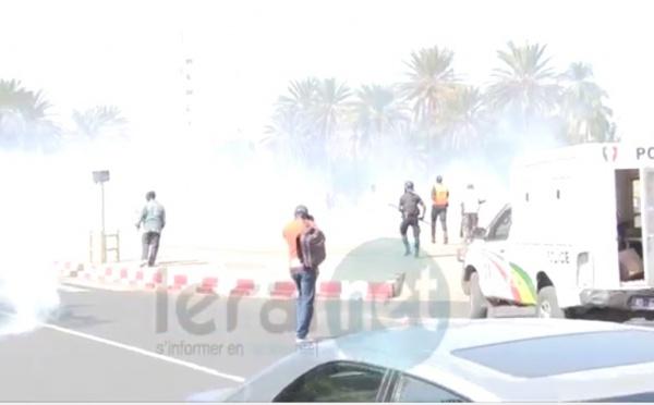 Vidéo- La police matraque et charge à coups de lacrymogènes les manifestants anti-gay