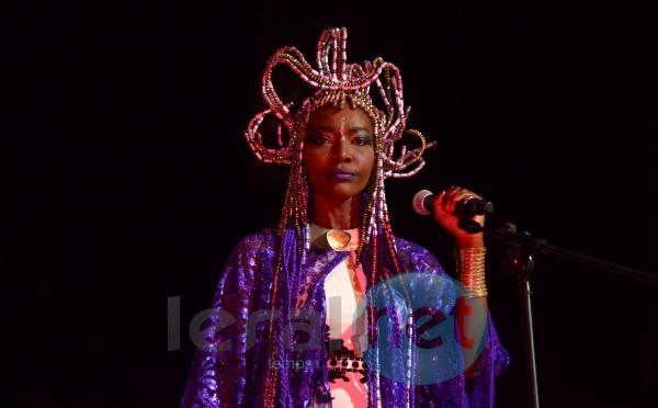 Arrêts sur images: Coumba  Gawlo Seck en mode Cléopâtre