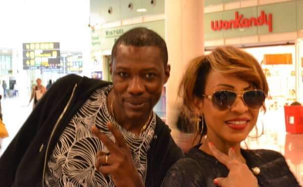 Tange Tandian en compagnie de la reine du « Djolof band »