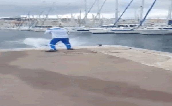 Ce Marseillais a posté une vidéo où il pousse un mec habillé aux couleurs du PSG