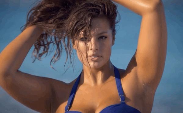Cette mannequin pulpeuse pose en maillot dans Sports Illustrated