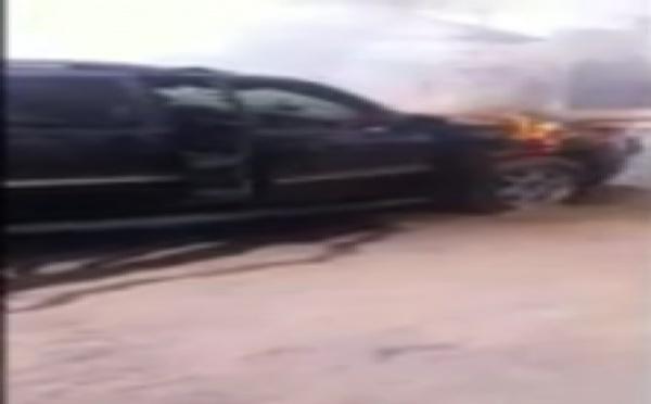 Vidéo - La voiture du promoteur de lutte Serigne Modou Niang prend feu devant…