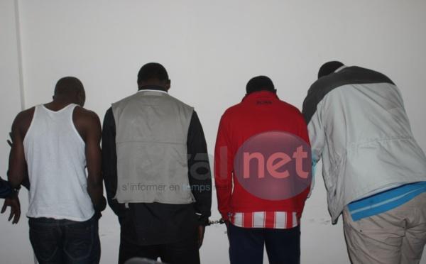 Photos - Le Commissaire Ibrahima Diop de la Dic présente le matériel saisi à la bande à Papis Konaré