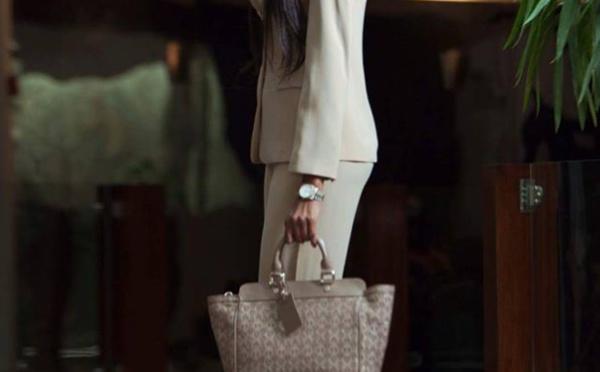 Katy Chimère sublime sa silhouette avec une belle tenue