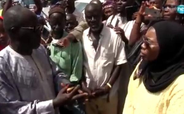 Vidéo-  Nafy Ngom Keita acclamée par la foule à sa sortie de l'OFNAC