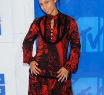 Alicia Keys s'affiche au naturel aux VMAs