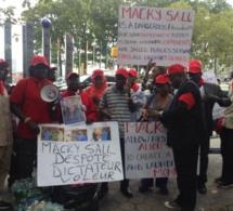Macky Sall hué et vilipendé à New York par des opposants (photos)