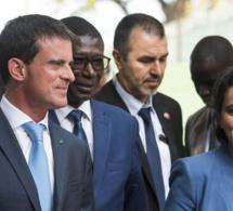 Najat Vallaud-Belkacem éblouit Dakar par son charme et ravit la vedette à Manuel Valls