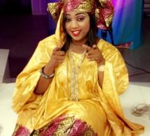 Aïcha Diouf animatrice à la 2Stv, splendide dans un grand boubou 'Thioub' !!!