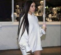 Kim Kardashian sort pour la première fois à visage découvert depuis son agression, sans maquillage et visiblement déprimée